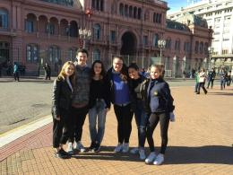 (L-R) Brimmer students Emma Hastings '19, Jack Donnelly '18, Abigail Mynahan '19, Chloe Cochener '19, Hannah Ahearn '20, and Sarah Dean '20 in front of the Casa Rosada. Photo courtesy of Abigail Mynahan '19.