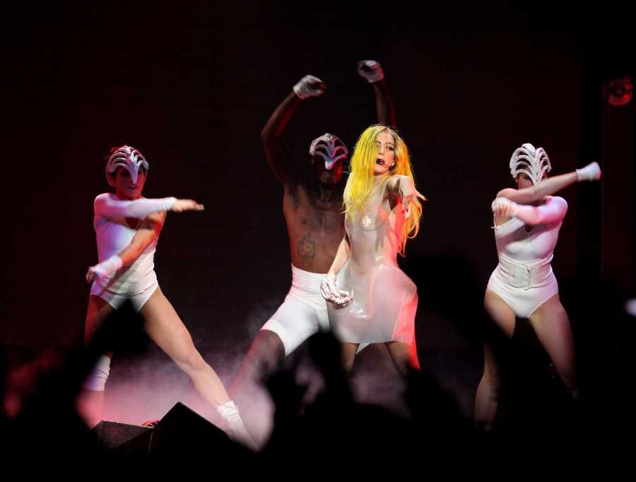 LOS+ANGELES+-+MAR+28%3A++Lady+Gaga+Performs+at+Staples+Center++on+March+28%2C+2011+in+Hollywood%2C+CA