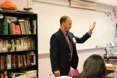 Presenter leading a discussion. Photo By Sita Alomran '19.