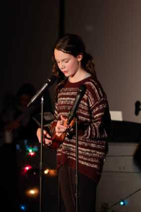 Maddie Pogoda '25 sings a song while playing her ukulele.