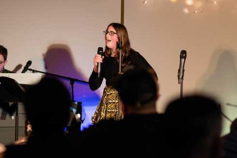 Catherine Leeder '20 sings a song.