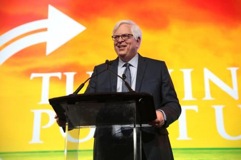 Dennis Prager, the founder of Prager University, speaks at Turning Point USA, a right-wing advocacy organization. Photo courtesy of Wikimedia Commons.