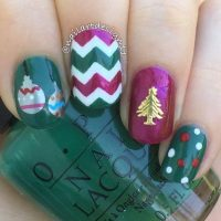 20 Beautiful Christmas Nail Art Designs - Be Modish