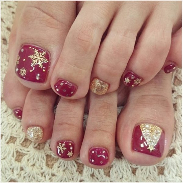 27 Holiday Fun Designs for Christmas Toe Nails!