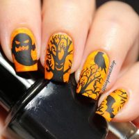 32 Delightfully Spooky Halloween Nail Art Designs - Be Modish