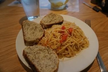 Vegan: Pasta with cherry tomatoes
