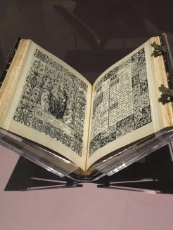 Binder: Charles Meunier; Artist: J. Hervier, Livre de Prières. Tissé d'après les enluminures des manuscrits du XIVe au XVIe siècle