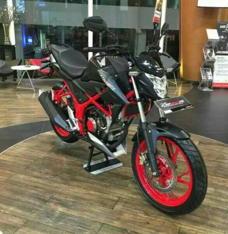 honda-all-new-cb150r-streetfire-raptor-black.jpg