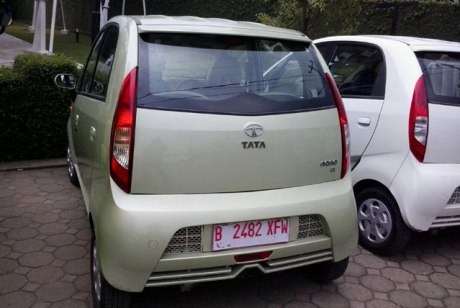 tata-nano-warna-gold