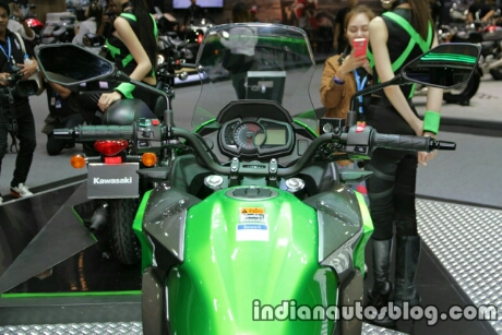 new-kawasaki-versys-x300-handlebar-at-thai-motor-expo.jpg