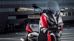 2018-Yamaha-XMAX-125-ABS-EU-Radical-Red-Detail-001