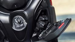 2018-Yamaha-XMAX-125-ABS-EU-Radical-Red-Detail-013