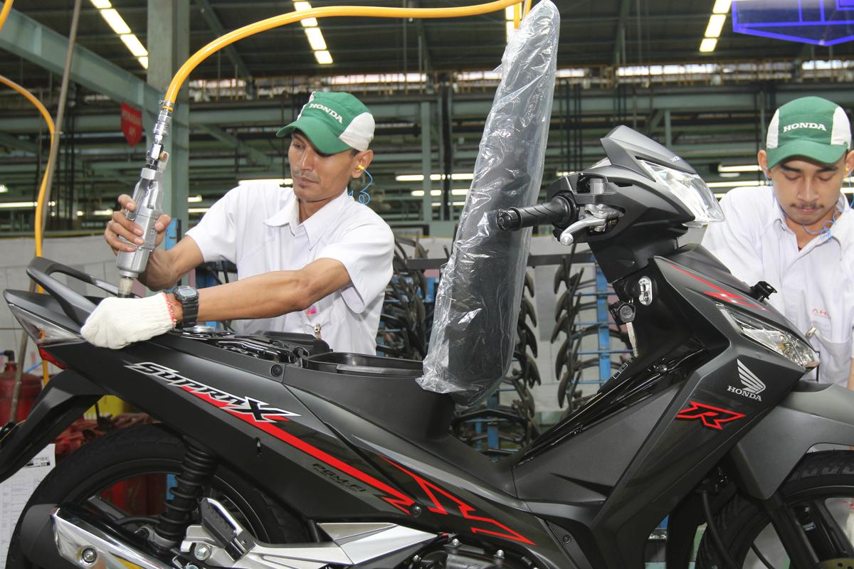 Harga Honda Supra X 125 2018 Tipe Cw Sw Warna Terbarunya Keren Bmspeed7 Com