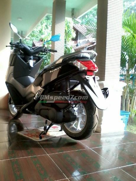 Yamaha-Nmax-155-warna-hitam-metalik
