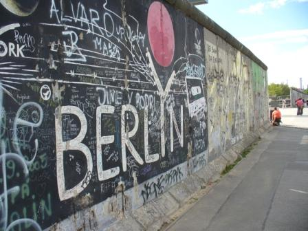 10136070-the-berlin-wall