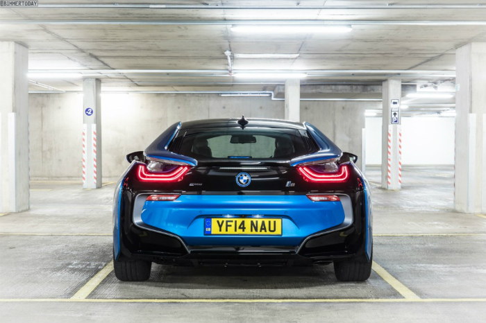 Wallpaper-BMW-i8-Protonic-Blue-UK-Plug-in-Hybrid-Sportwagen-12-1024x682