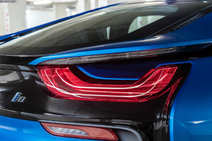 Wallpaper-BMW-i8-Protonic-Blue-UK-Plug-in-Hybrid-Sportwagen-13-1024x682