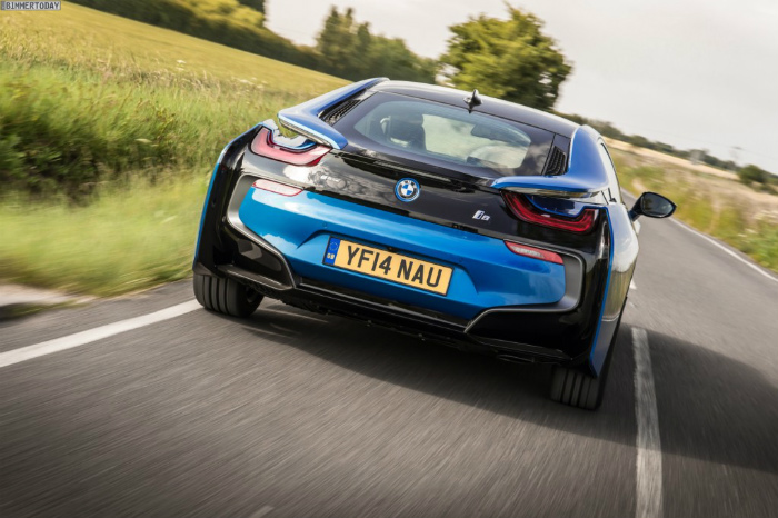Wallpaper-BMW-i8-Protonic-Blue-UK-Plug-in-Hybrid-Sportwagen-34-1024x682