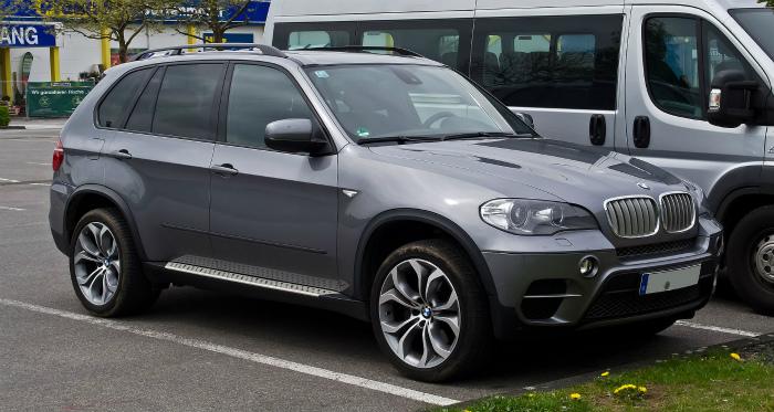 BMW_X5_(E70,_Facelift)_–_Frontansicht,_1._Mai_2012,_Wülfrath