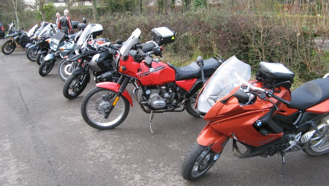 01 Bikes that made it through the salt drifts to Uffington 20141214