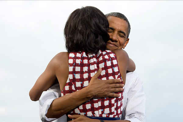 Obamas_tighthug_whitehousegov