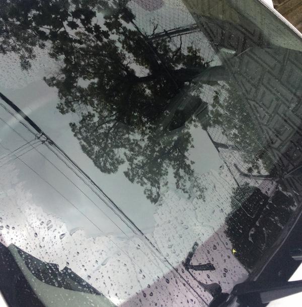ジョイ 食器用洗剤 BMW フロントガラス 水垢 油膜