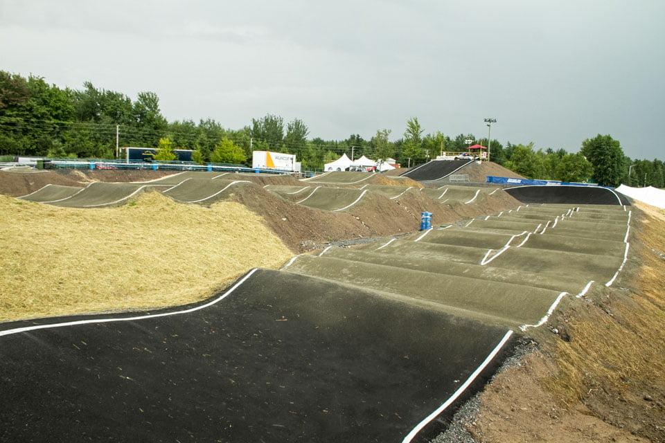Vue de la deuxième ligne de la piste de BMX de Drummondville dans le parc des voltigeurs