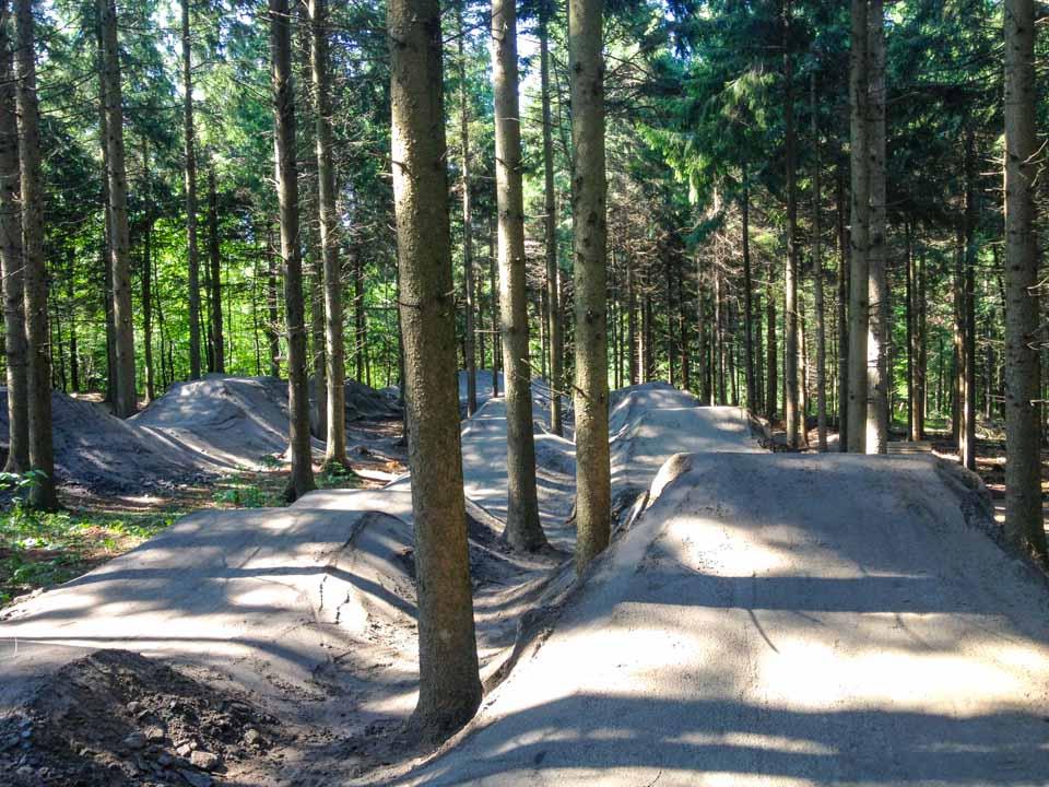 Construction et aménagement de la piste de saut pour le vélo de montagne et le BMX dans le Mont Athabaska à Victoriaville