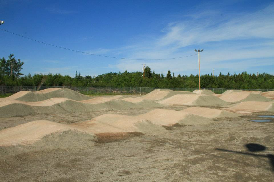 Construction et conception de la piste de BMX de calibre régional au centre communautaire Édouard-Jean à Ragueneau, sur la Cote-Nord.