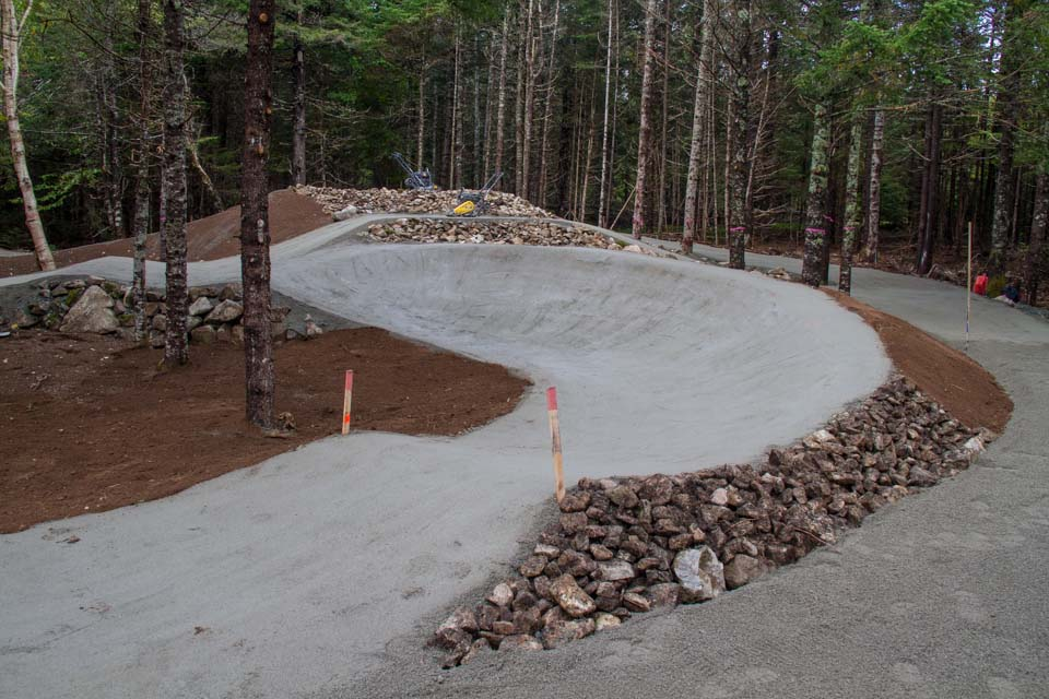 Pumptrack de BMX construite au Parc National de Fundy par BMXpert