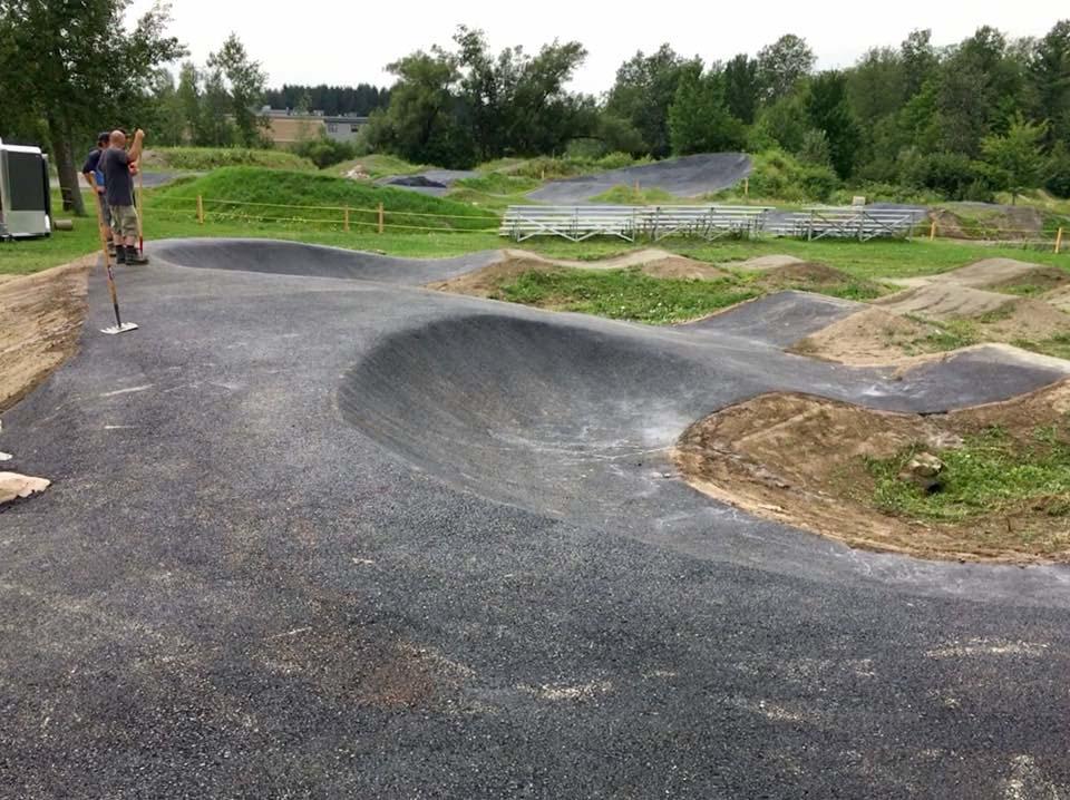 Pumptrack de BMX construite au Centre National de Cyclisme de Bromont par BMXpert