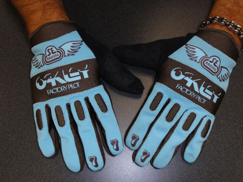 SE-x-Oakley-Factory-Pilot-Gloves-Top