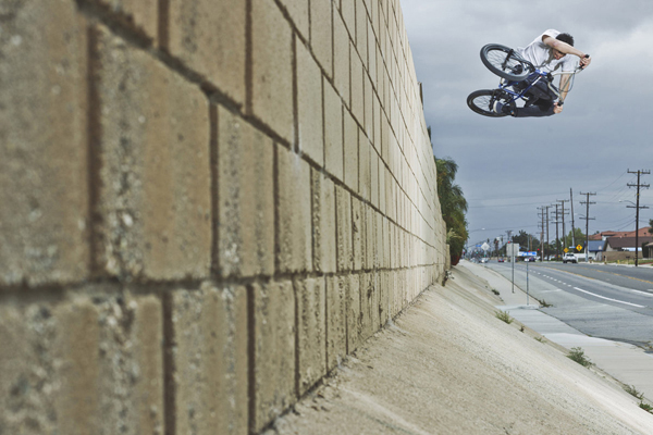 bmx-rider-colin-mackay-does-a-wallride-in-moreno-valley-california-in-2013_600x