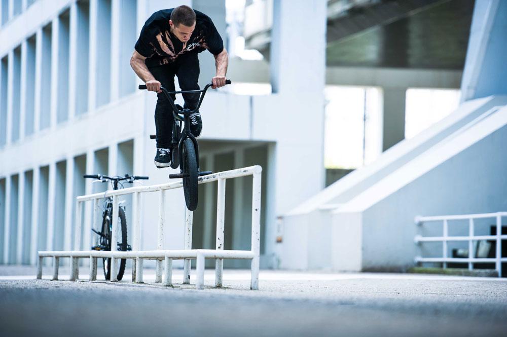 bmx-tooth-hanger-bike-grind-rail