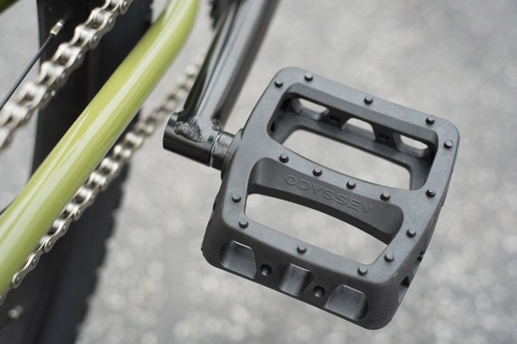 fairdale-bikes-2017-taj-complete-bike-pedals