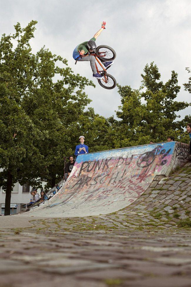 kenneth-tancre-tuck-no-hander-radio-bikes-bmx