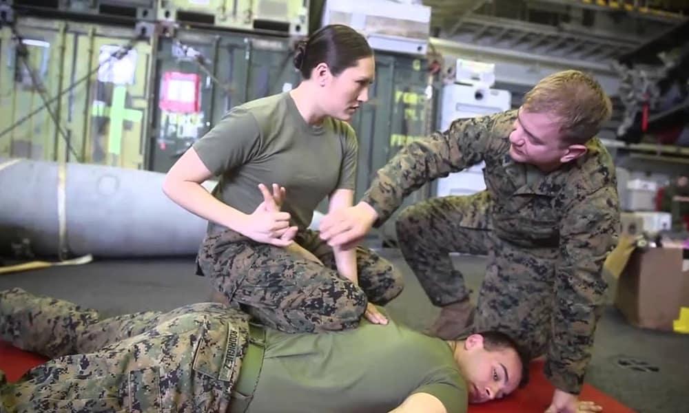 MCMAP - Программа боевых искусств корпуса морской пехоты США. Фрагмент тренинга среднего уровня, отработка болевого удержания.