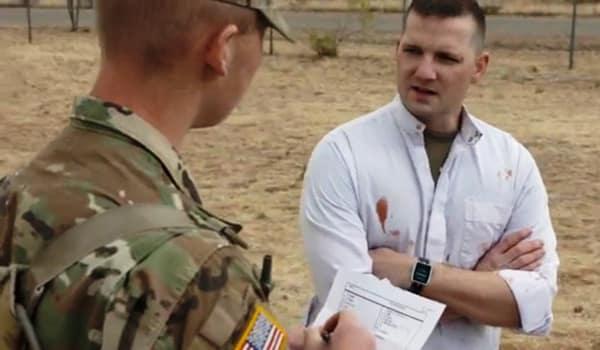 На фото: кадр из рекламного видео армии США о военной специальности MOS35М «специалист по сбору разведданных и работе с людьми».