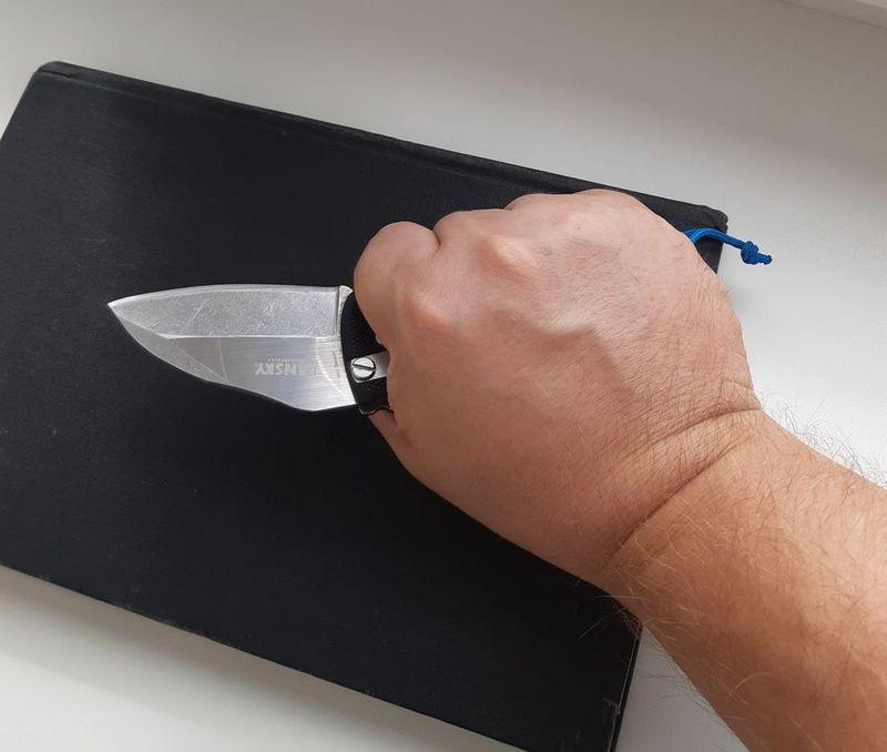 Тот же нож... страшный и ужасный...