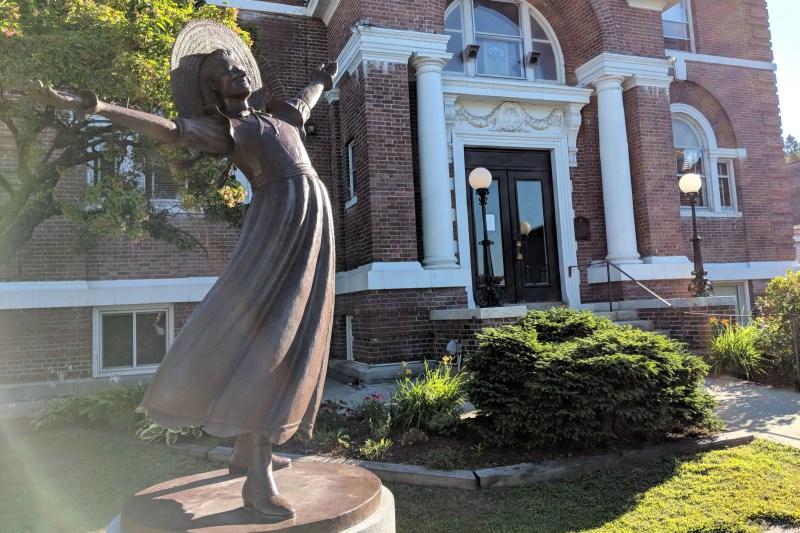 Littleton, New Hampshire - Pollyanna Statue