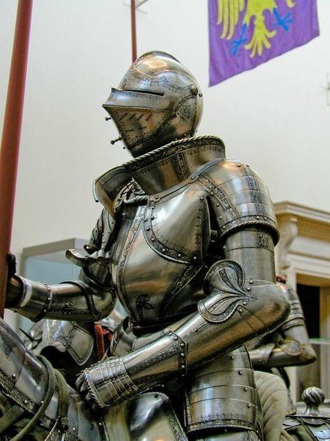 9dfa7d35c533c0d0338b048ab07210d2--medieval-armor-medieval-fantasy.jpg