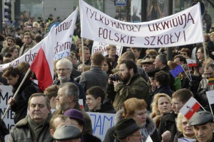 Polish Minority protest against school reorganisation held in Vilnius