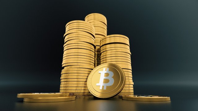 Bitcoin Cryptocurrency and Gold