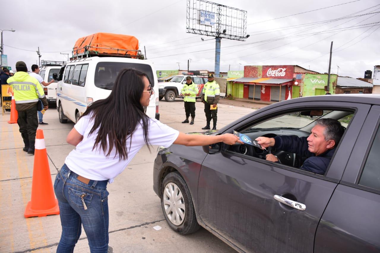 Policía Boliviana y CBN realizan controles y concientizan sobre el Consumo Inteligente en el Carnaval