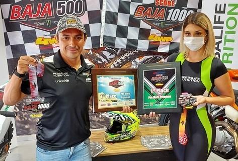 Chavo Salvatierra gana el campeonato mundial del desierto