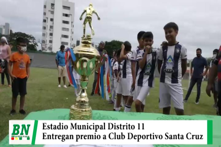 Club Deportivo Santa Cruz recibió premio por campeones en el Estadio Municipal del D 11