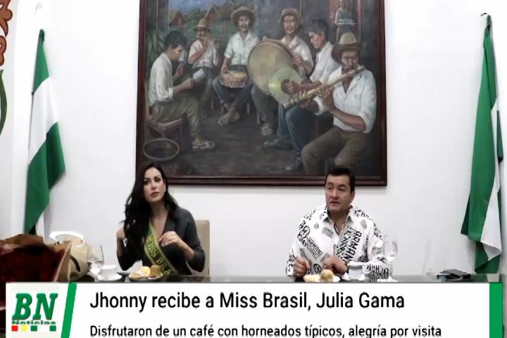 Miss Brasil visita Santa Cruz y visita al Alcalde con quien comparten un café con horneados típicos