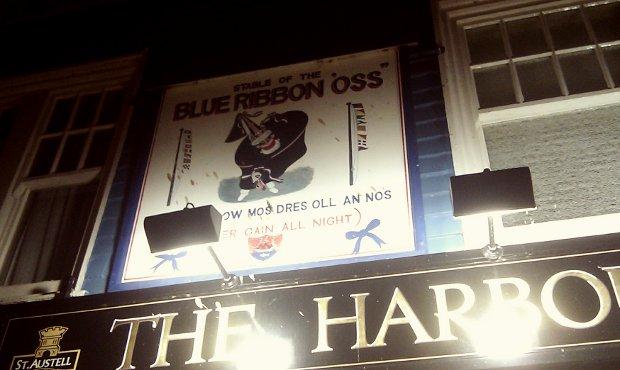 Sign outside The Harbour Inn pub.
