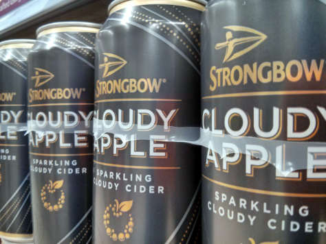 Strongbow Cloudy Apple in cans.