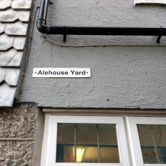 """Alehouse Yard"" street sign."